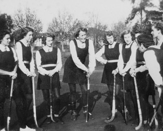 Joyce (centre) and hockey friends - 1941 -